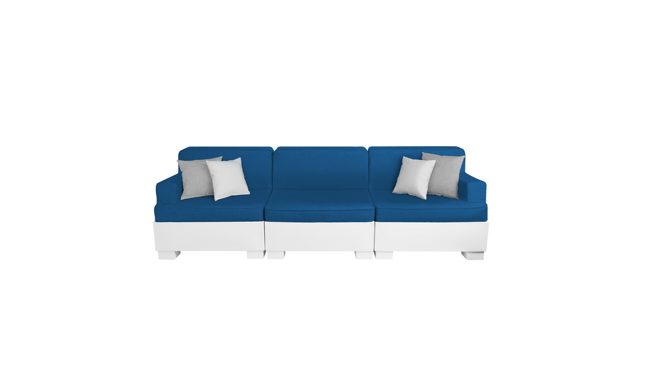 The Affinity 3 Piece Sofa is great for entertaining outdoors.