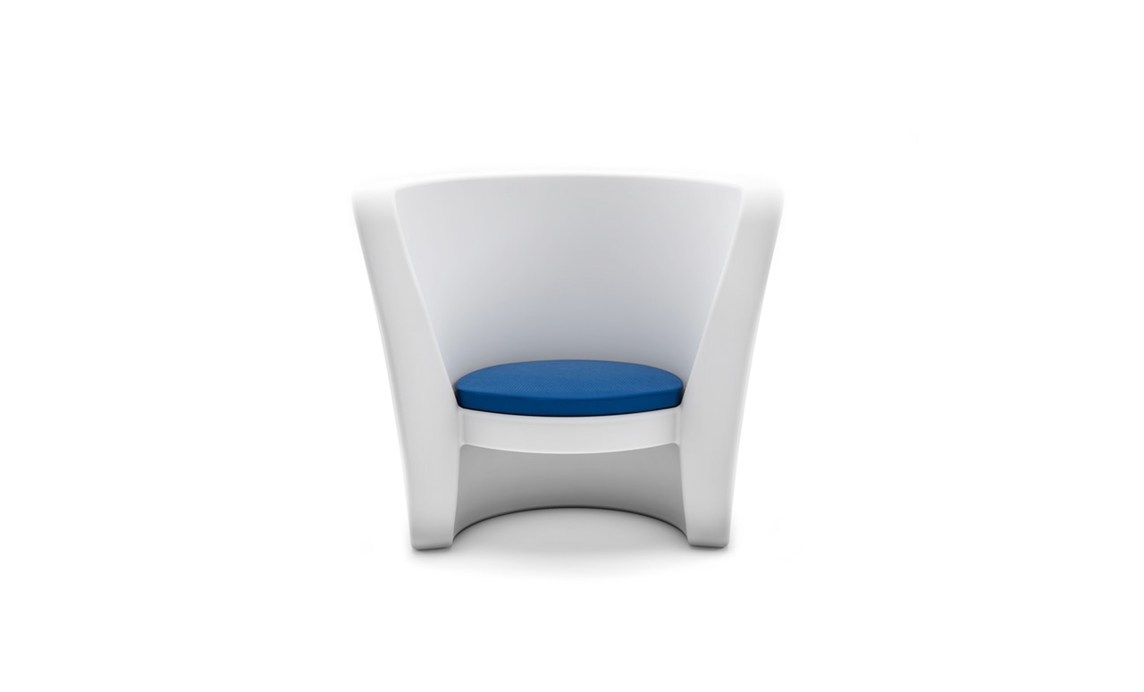 The Affinity Chair seat cushion is an opportunity to add a pop of color to your outdoor space.