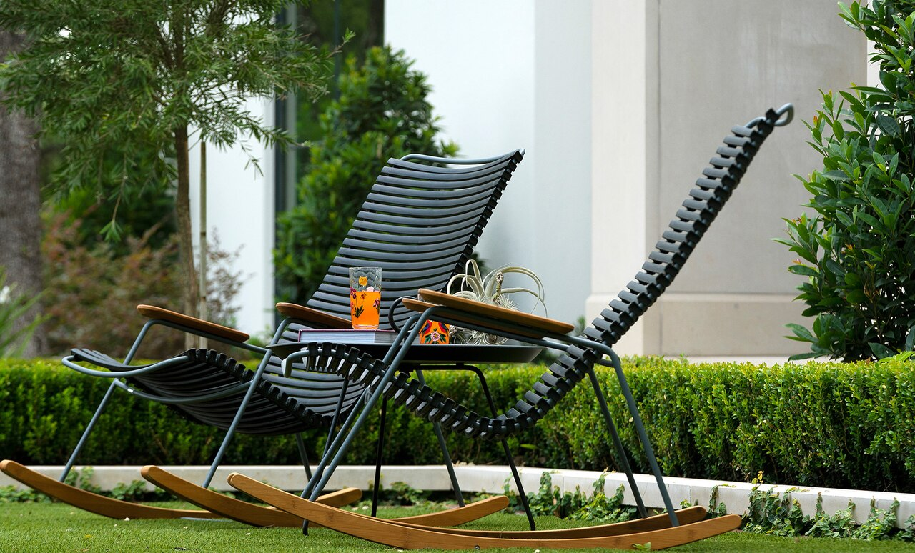 Playnk Round Side Table is a great addition to any sitting area outdoors.
